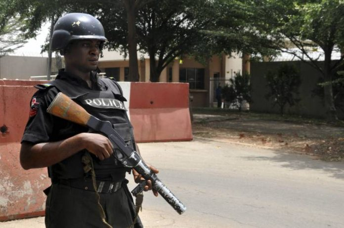 nigeria-police-2-696x462