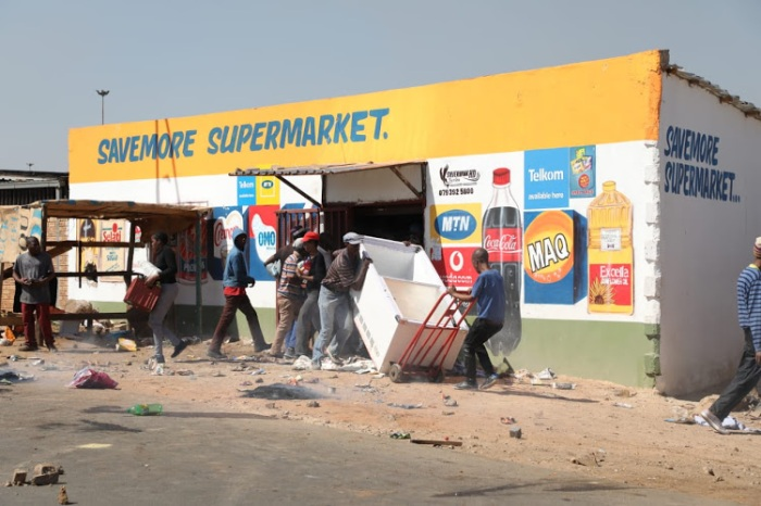 shops attacked in s.africa