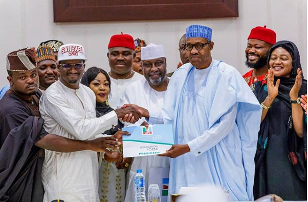 Buhari-receiving-his-form