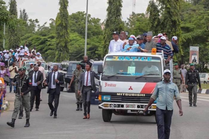 SenatePresident-Bukola-Saraki-and-other-PDP-leaders-led-a-protest-to-INEC-headquarters-Abuja