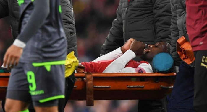 Welbeck-receiving-oxygen-after-serious-ankle-injury