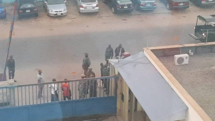 nigerian-army-invades-daily-trust-office-abuja-1-711x400