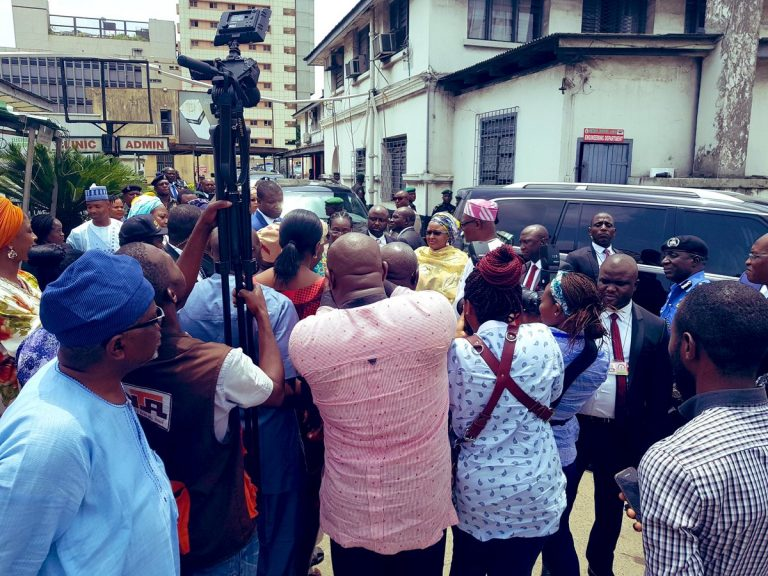 Aisha-Buhari-visits-Collapse-Building-victims-2-