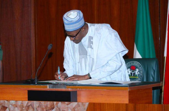 Buhari-signs-the-executive-order