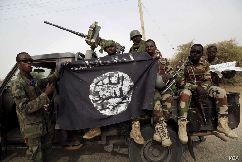 troops-with-bokoharam-flag