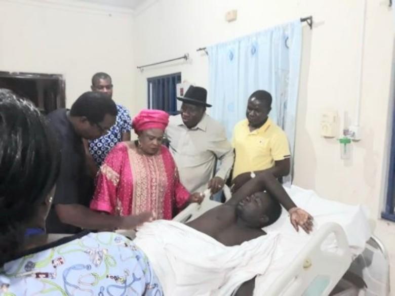 Jonathan-visits-injured-soldier