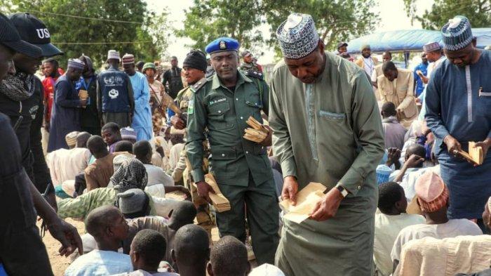 Zulum-Donates-to-IDP-1280x720