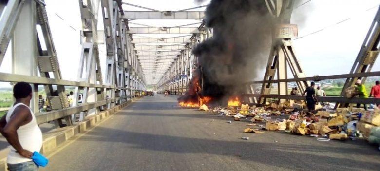 truck fire niger bridge